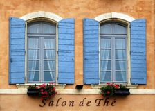 Windows dans le bleu Photo stock