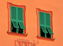 Windows dans le ligure de Varèse, Ligurie, Italie Photographie stock libre de droits