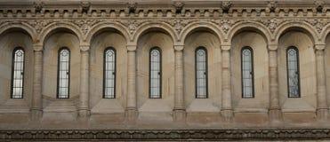 Windows dans le style néogothique Images libres de droits