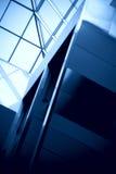 Windows dans un immeuble de bureaux Photos libres de droits