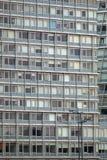 Windows dans une grande résidence au R-U photographie stock