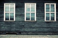 Windows das casernas em Mauthausen imagens de stock