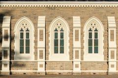 Windows de l'église reformée par Néerlandais dans Graaff Reinet Photographie stock libre de droits