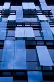 Windows de l'immeuble de bureaux Photographie stock libre de droits