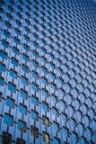 Windows de l'immeuble de bureaux Photos stock