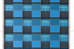 Windows de l'immeuble de bureaux moderne Photo libre de droits