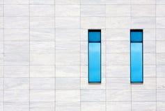 Windows de l'immeuble de bureaux moderne Images libres de droits