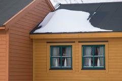 Windows de la casa residental en Longyearbyen, Spitsbergen Imágenes de archivo libres de regalías