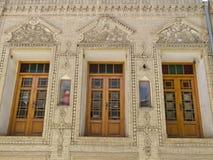 Windows de uma mansão velha Foto de Stock Royalty Free