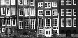 Windows de un edificio en Amsterdam fotografía de archivo