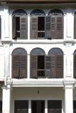 Windows de una casa de Chinatown Imagen de archivo
