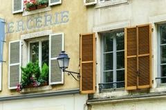 Windows de vieux centrel à Nancy, France Image libre de droits