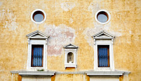 Windows on decay wall building Stock Images