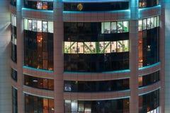 Windows degli uffici nel centro di affari Fotografia Stock Libera da Diritti