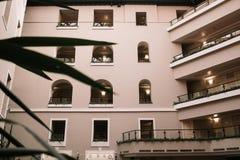 Windows dell'hotel fotografia stock