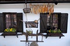 Windows della casa di legno tradizionale in Gornja Stubica, Croazia Immagine Stock Libera da Diritti