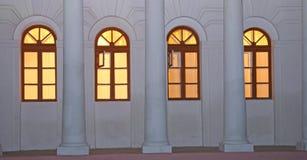 Windows in der Dämmerung Stockbilder