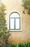 Windows in der italienischen Art stockfotografie
