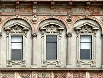 Windows der Mailand-Universität stockbild
