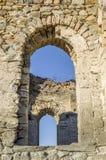 Windows der ruinierten kleinen Kirche, Bulgarien Stockfotografie