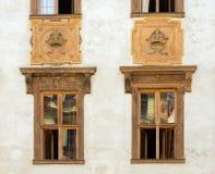 Windows des Altbaus in Prag lizenzfreie stockfotos