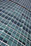 Windows des Bürogebäudes stockbilder