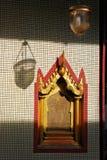 Windows des buddhistischen Tempels in Bangkok, Thailand Lizenzfreie Stockbilder