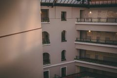 Windows des Hotels lizenzfreies stockfoto
