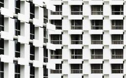 Windows des immeubles de bureaux à l'arrière-plan Image stock