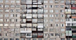 Windows des Wohnblocks Lizenzfreie Stockfotos