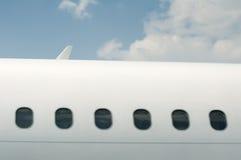 Windows di un aeroplano all'esterno immagine stock libera da diritti