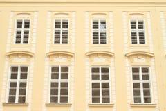 Windows di un palazzo Immagini Stock Libere da Diritti