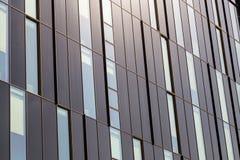 Windows di un primo piano alta tecnologia moderno della costruzione, come un fondo Immagine Stock Libera da Diritti