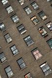 Windows di vecchia casa del mattone Immagini Stock Libere da Diritti