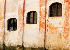 Windows do edifício velho foto de stock royalty free