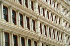 Windows do fundo da construção do nyc Fotos de Stock