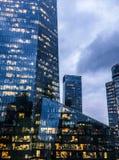 Windows drapacz chmur w pieniężnym centrum miasta w Europa zdjęcia stock