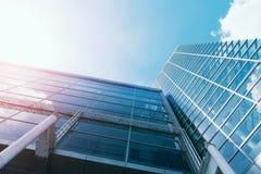 Windows drapacza chmur Biznesowy biuro z niebieskim niebem, Korporacyjny b Zdjęcia Stock