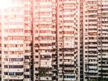 Windows e balconi di molti appartamenti residenziali in città cinese, Cina Fotografia Stock Libera da Diritti