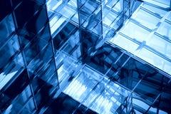 Windows in einem Bürohaus Lizenzfreie Stockfotos
