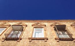 Windows eines Altbaus Lizenzfreies Stockfoto