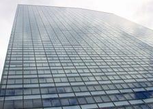 Windows eines enormen Wolkenkratzers einer Metropole Lizenzfreie Stockfotografie