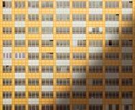 Windows eines Neubaus bei Sonnenaufgang stockfotos