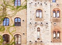 Windows em casas antigas de Tuscan Fotos de Stock Royalty Free