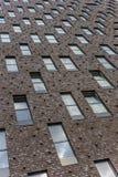 Windows em um prédio de apartamentos Fotos de Stock