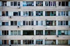 Windows em uma construção Fotos de Stock Royalty Free