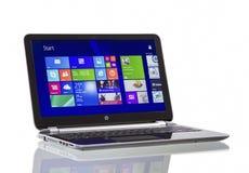Windows 8 1 en el pabellón Ultrabook de HP Imágenes de archivo libres de regalías