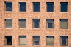 Windows en la pared de ladrillo Fotos de archivo libres de regalías