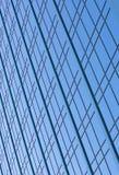 Windows en un bloque de oficina moderno del rascacielos Foto de archivo