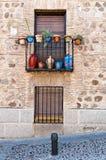 Windows en una calle en Toledo, España Foto de archivo libre de regalías